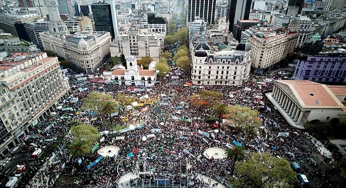 Argentine : Le gouvernement prend des mesures d'urgence pour sortir de la crise