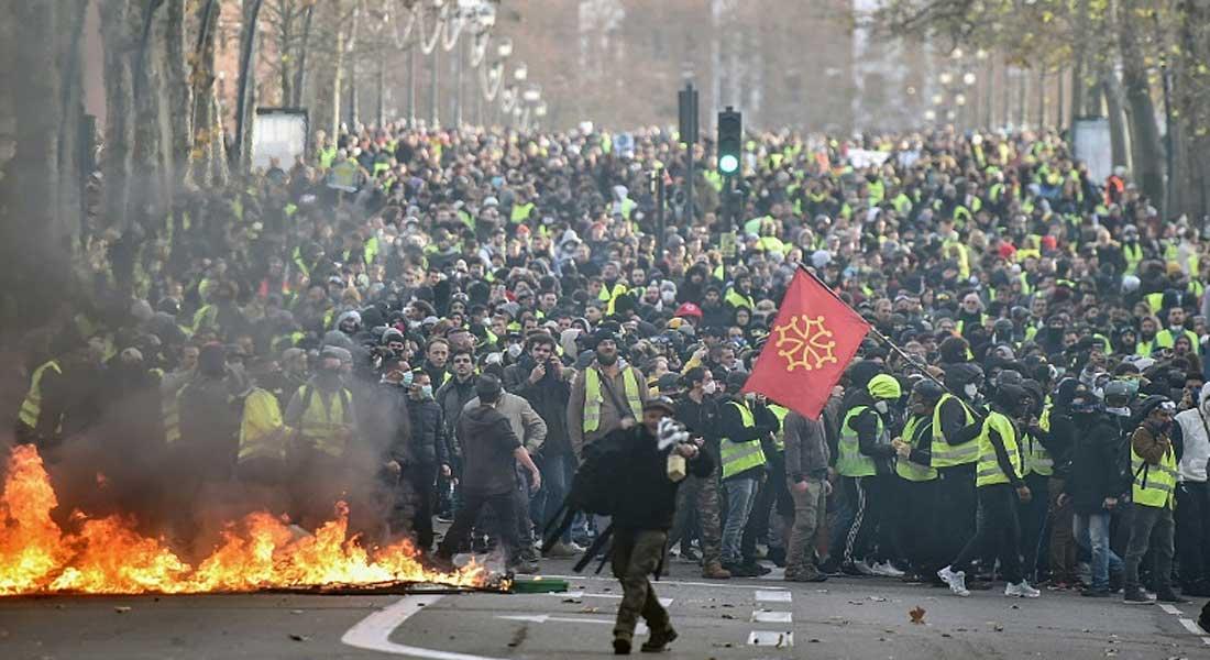 France : Des heurts ont éclaté samedi après-midi à différents endroits de Paris entre la police et les gilets-jaunes
