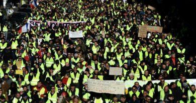 """Manifestation de """"gilets jaunes"""": Des heurts avec les forces de l'ordre sur les Champs-Elysées"""