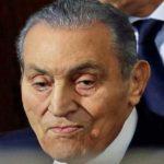 Egypte : Hosni Moubarak témoigne au tribunal face à l'accusé Mohamed Morsi