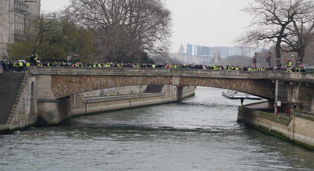 France : Les Gilets Jaunes ne lâchent pas prise, plus de 70 000 personnes dans la rue, vidéo