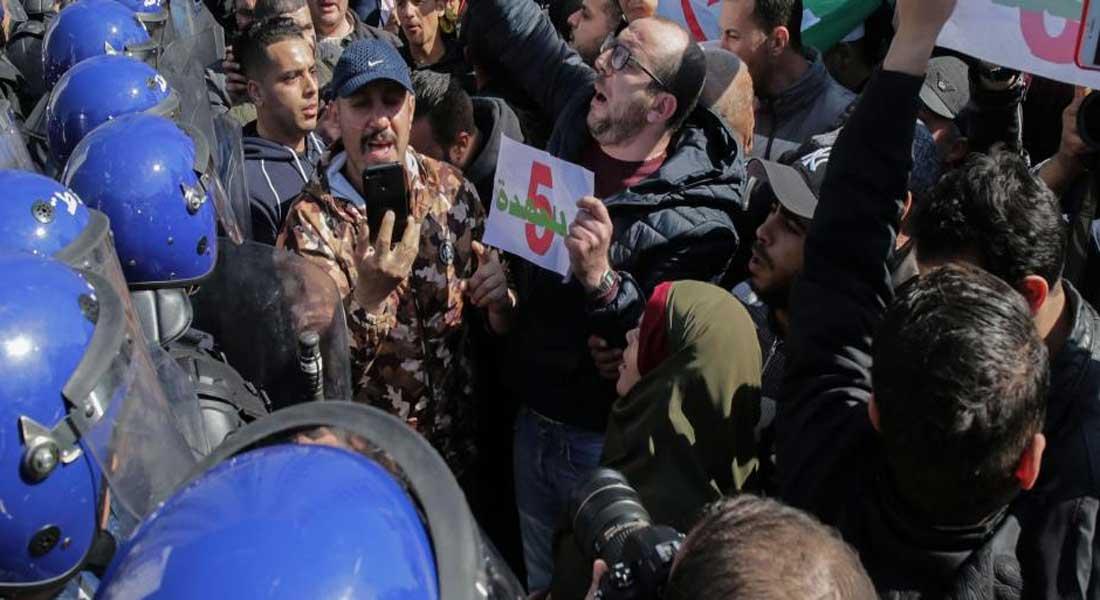 Algérie : 5 questions sur les manifestations inédites contre le 5éme mandat de Bouteflika