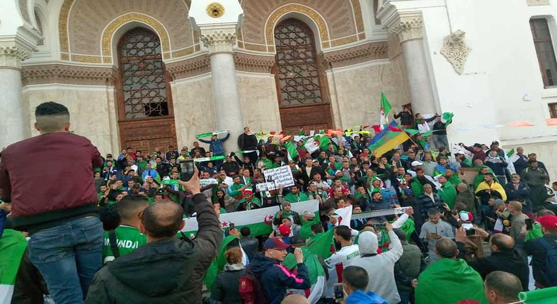 Dans les rues d'Alger les manifestations continuent, et Said Saadi hué à Béjaïa, vidéo