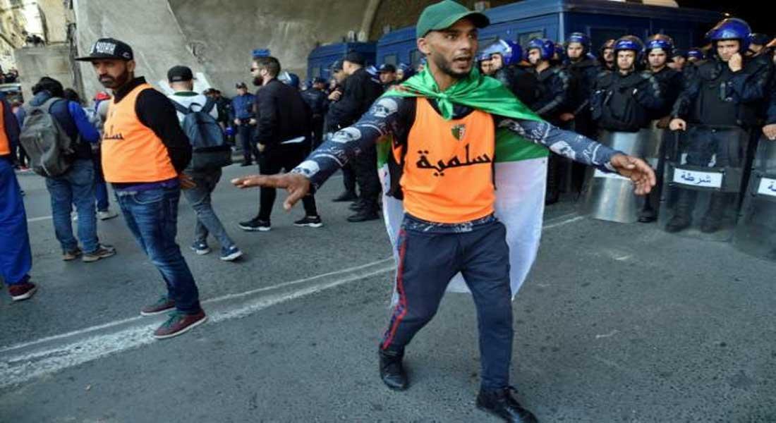 """A Alger, une """"force pacifique d'interposition"""" pour éviter les heurts avec la police"""