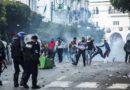 Hirak : Des manifestants tentent de sympathiser avec la police
