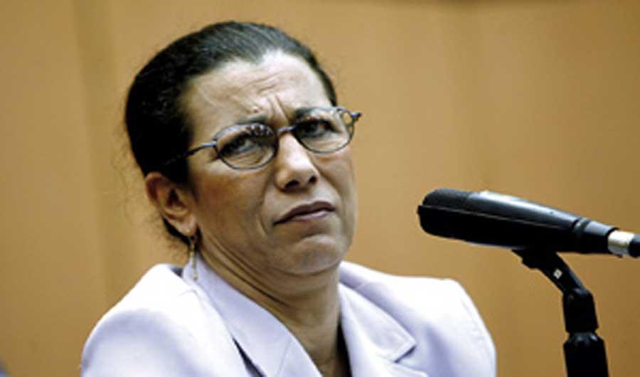 """Louisa Hanoune placée en """"détention provisoire"""" par le tribunal militaire de Blida"""
