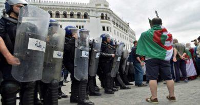 Le pouvoir veut boucler Alger mais les manifestants sont venus en foule massive