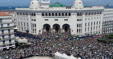 """13e vendredi du Hirak contre le """"système"""", les Algériens ne lâchent pas prise"""