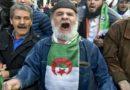 """Algérie : Les fidèles et manifestants du """"Hirak"""" en nombre à Alger pour leur 50e marche"""