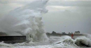 La tempête Dennis a causé des dégâts plus un mort et des coupures d'électricité en France