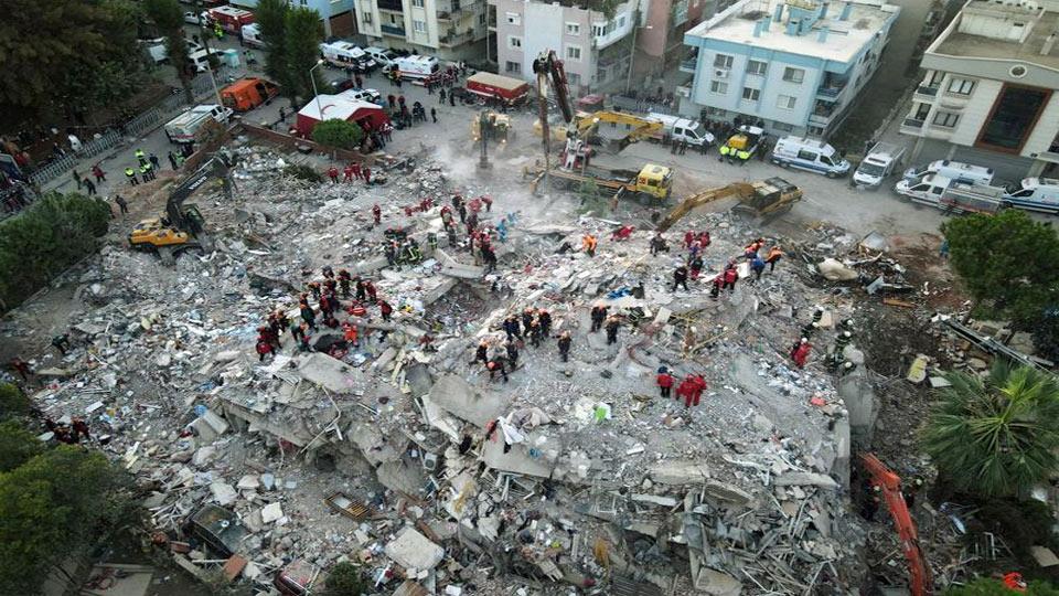 Turquie : Les recherches se poursuivent à Izmir après le séisme de vendredi