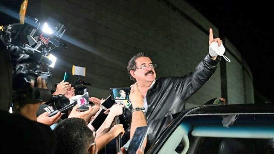 Honduras: l'ex-président Zelaya arrêté à l'aéroport avec 18.000 dollars transportés dans un sac à dos