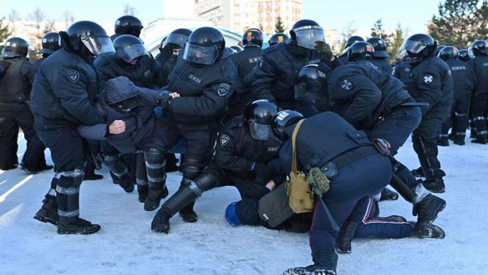 Russie : La police arrête plus de 450 personnes à des manifestations pro Navalny
