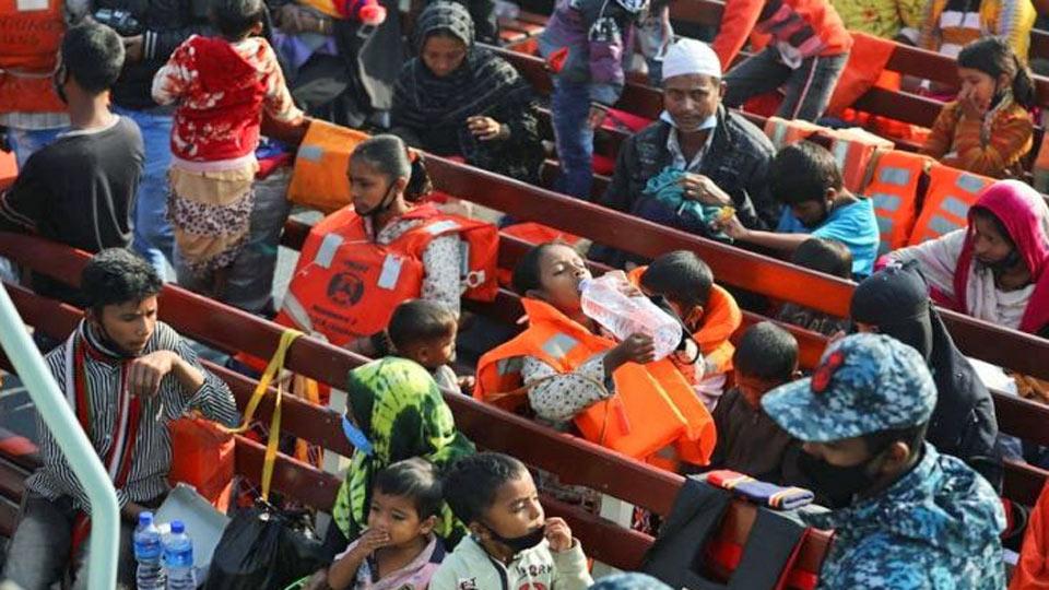Bangladesh : Des musulmans Rohingyas de Birmanie ont été transférés samedi sur une île