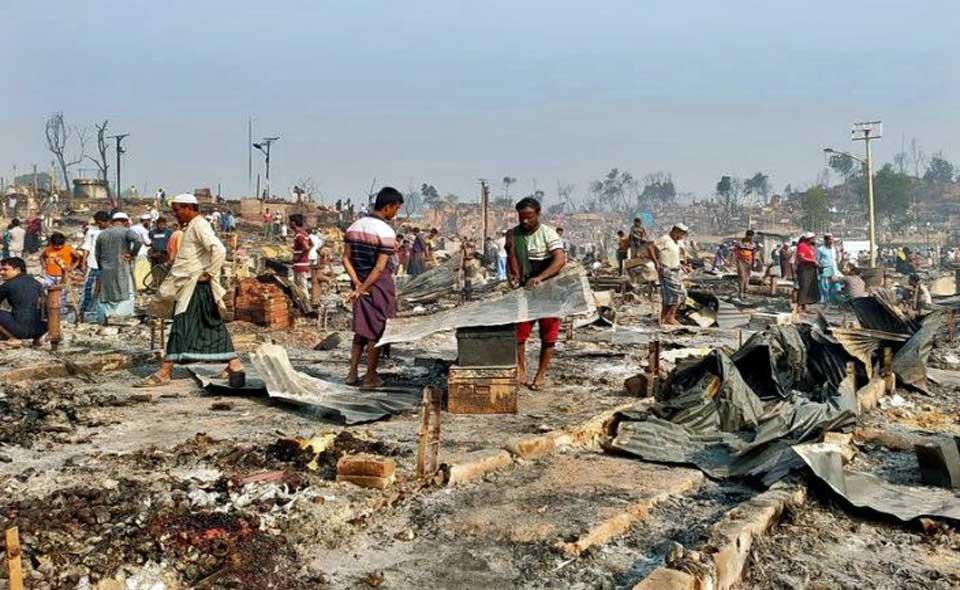 Bangladesh : Au moins 15 morts et 400 disparus dans l'incendie d'un camp de Rohingyas