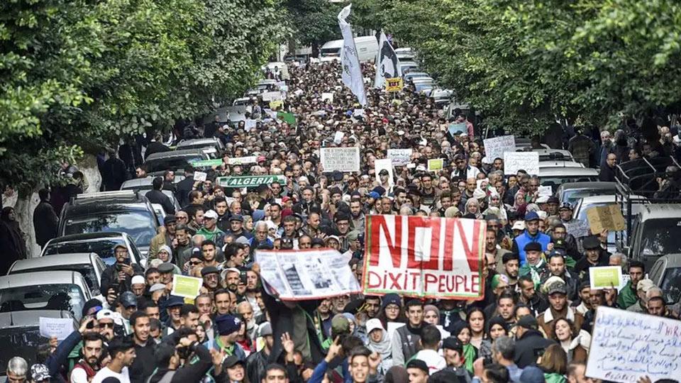 Alger : La police empêche la marche des étudiants